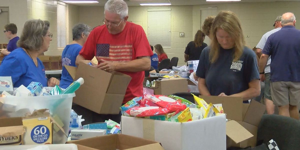 HOLIDAY HELPING HANDS: Blue Stars Mothers sending care packages to troops overseas, accepting donations