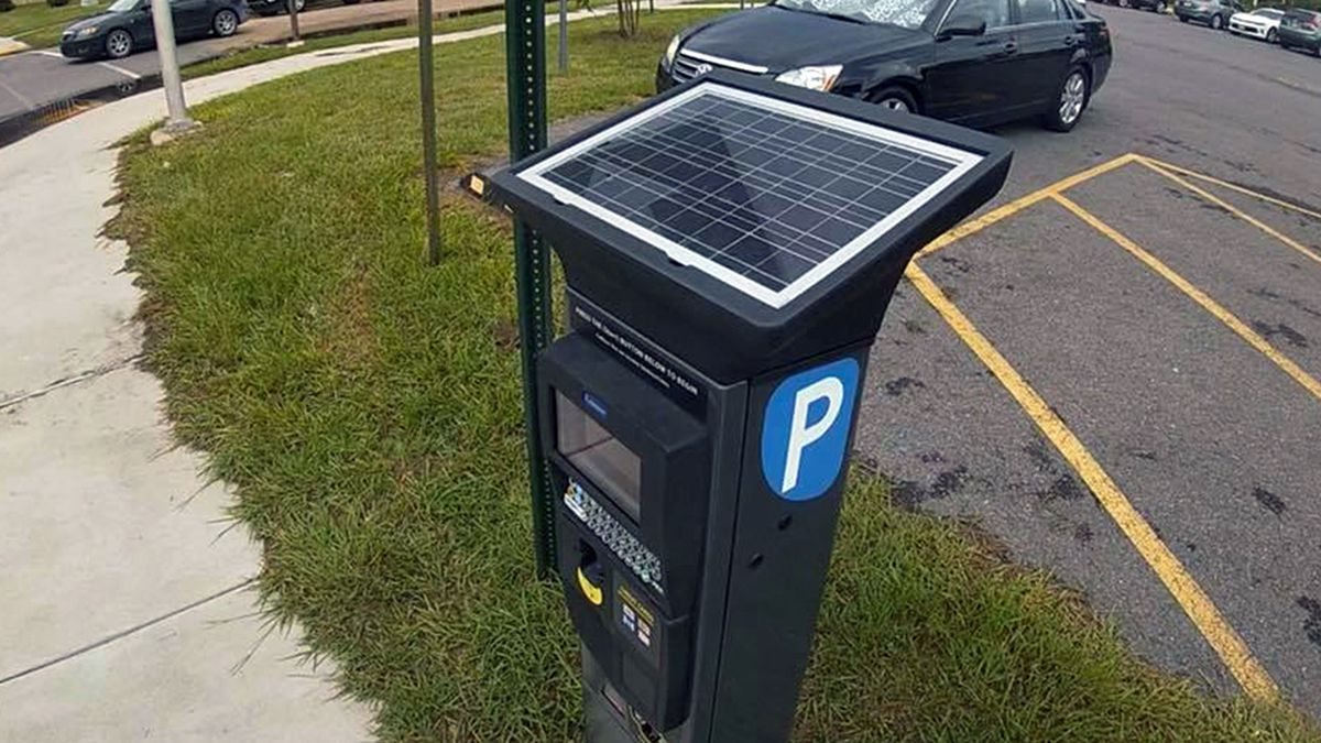 Reaction mixed as SU debuts new paid parking meters