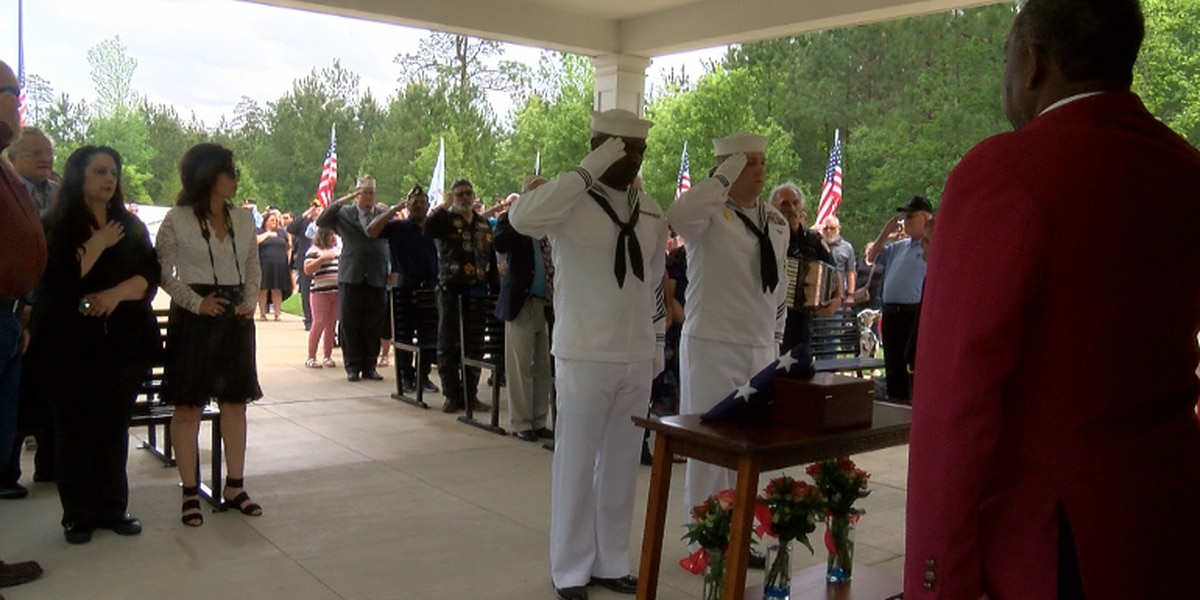 Community comes together for funeral for two veterans with no known relatives