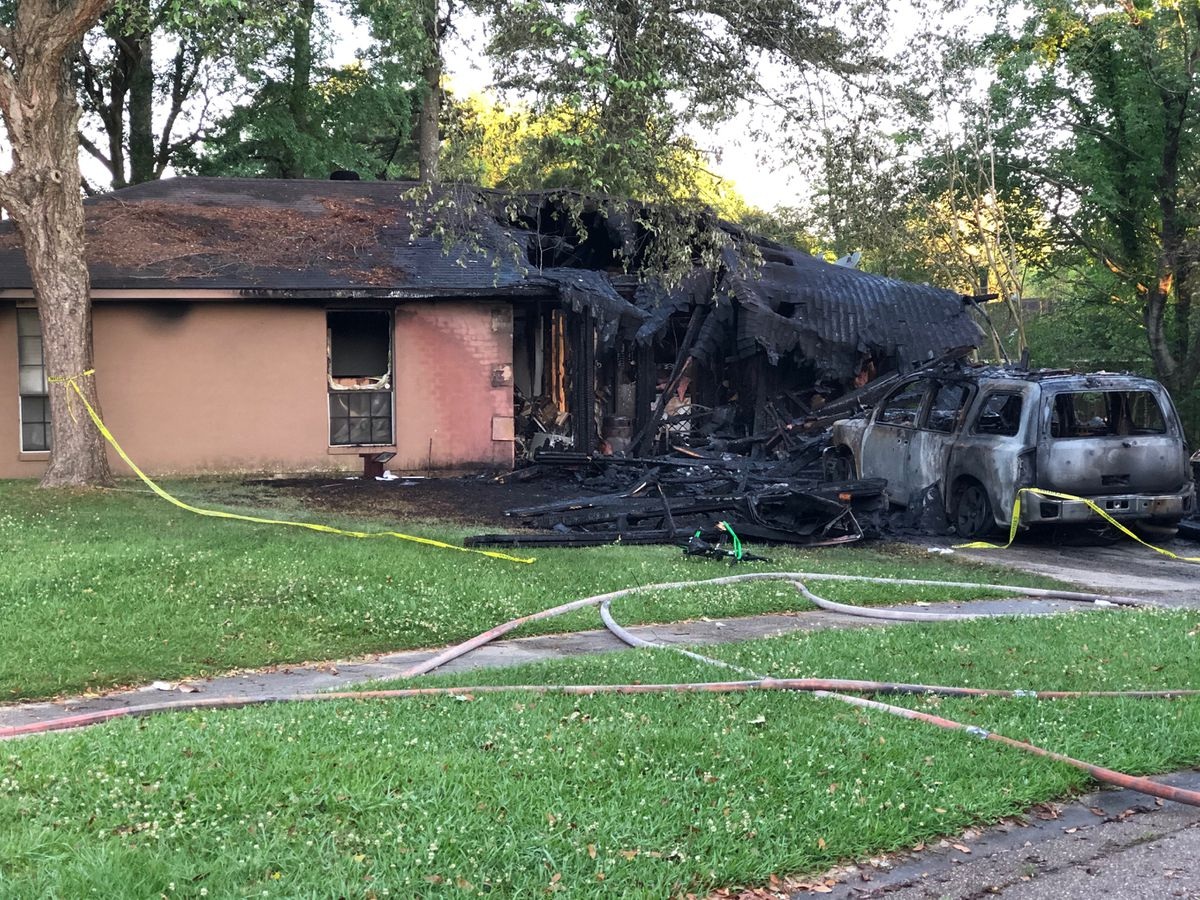 Family of 6 escapes house fire Wednesday morning