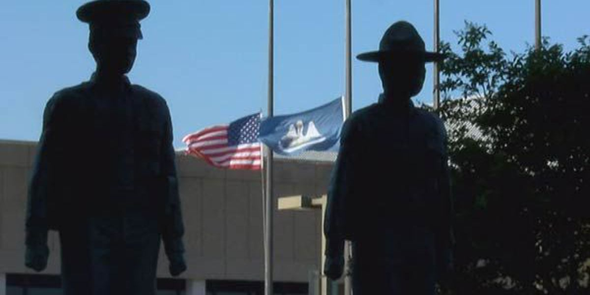 Mayor orders half-staff flags in honor of Baton Rouge icons