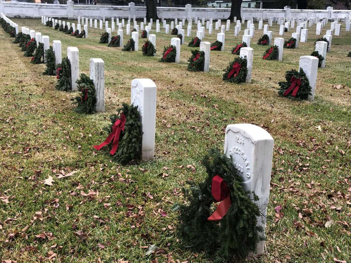 'Wreaths Across America' pays tribute to members of military