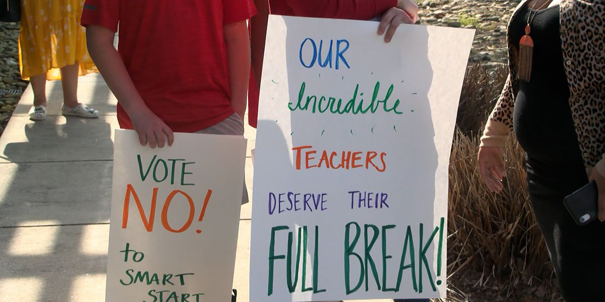 EBR teachers, parents, students protest superintendent's 'Smart Start Plan' at school board meeting
