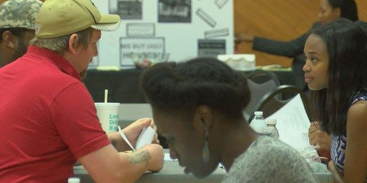 People seek advice during West Baton Rouge expungement event