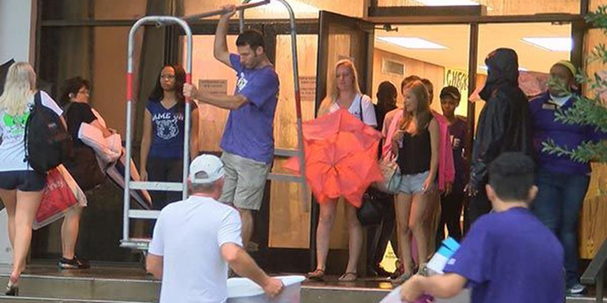 LSU students move into dorms