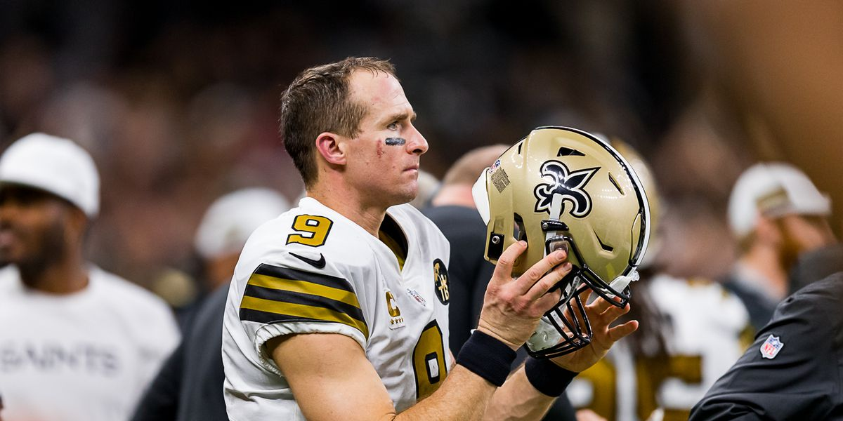 Brees breaks own NFL record for completion percentage