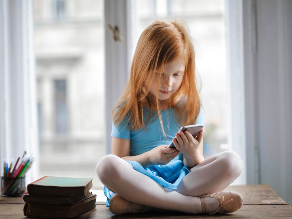 Are your kids addicted to smart devices? Try a digital detox before the distance learning school year