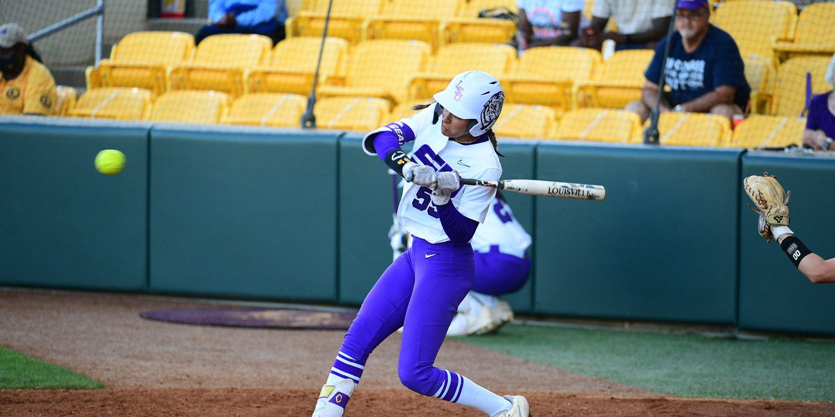 Walk-off sac-fly lifts No. 13 LSU past Auburn, 2-1