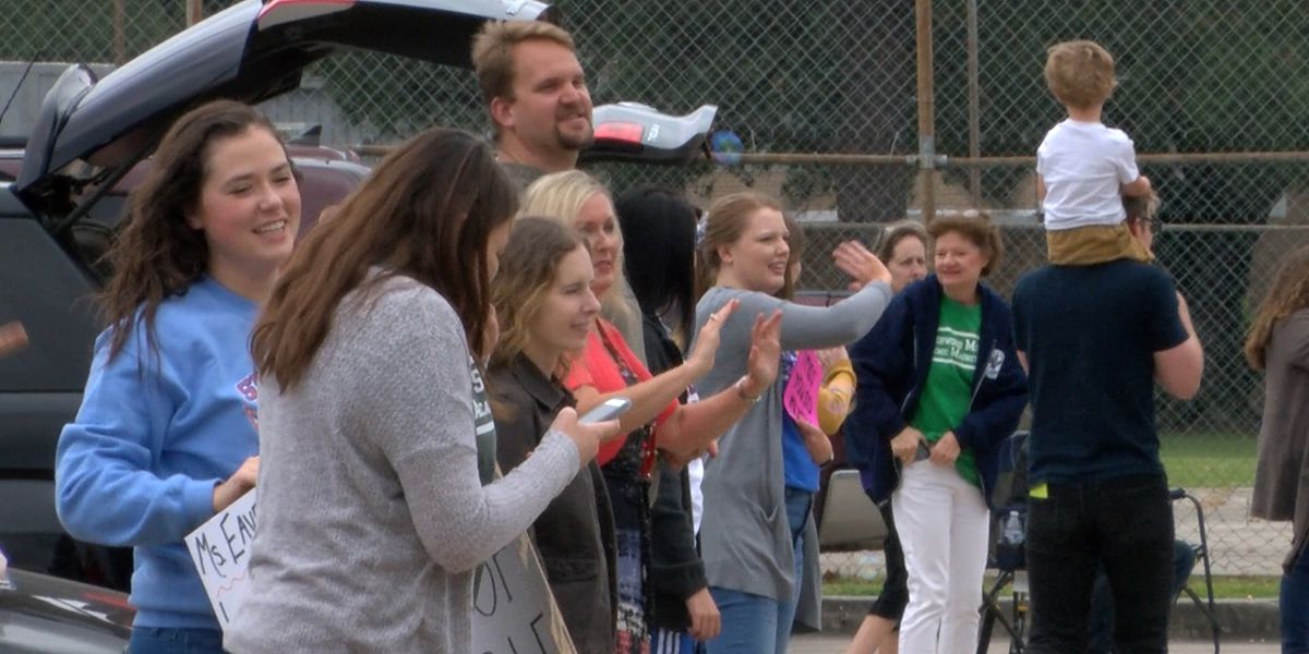 Principal at Sherwood Middle puts together parade to honor teachers and students