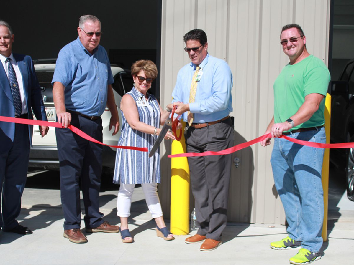 Walker High School opens paint and body shop for hands-on instruction