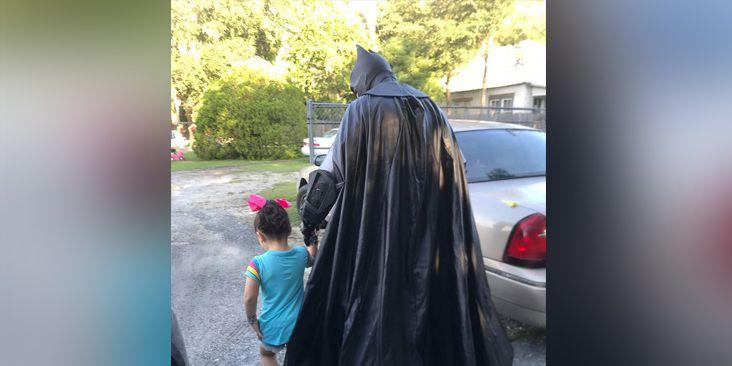 'Batman' walks bullied Florida toddler to school