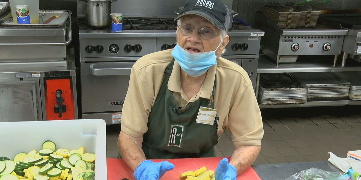 SHOWCASING LOUISIANA: 94-year-old woman works through pandemic serving lunch at Baton Rouge grocery store