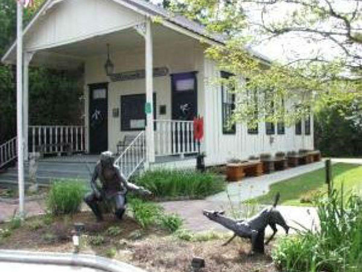 Heart of Louisiana: 1-room schoolhouse in Ponchatoula