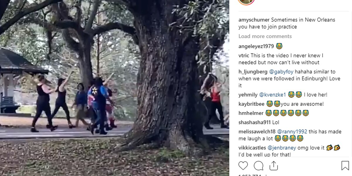 Pregnant Amy Schumer jumps into Mardi Gras practice in New Orleans
