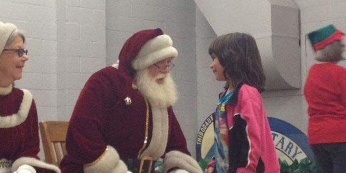 SLIDESHOW: Santa arrives via helicopter to visit South Thibodaux Elementary students