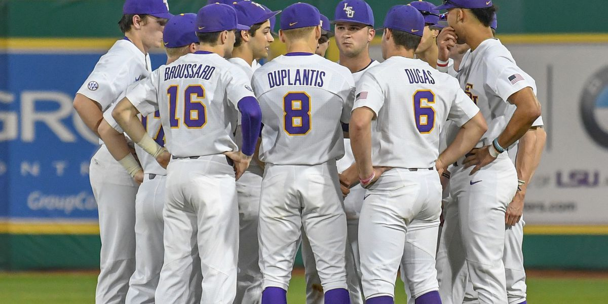 No. 1 LSU baseball unbeaten no more, losing 8-1 to No. 18 Texas in Game 1