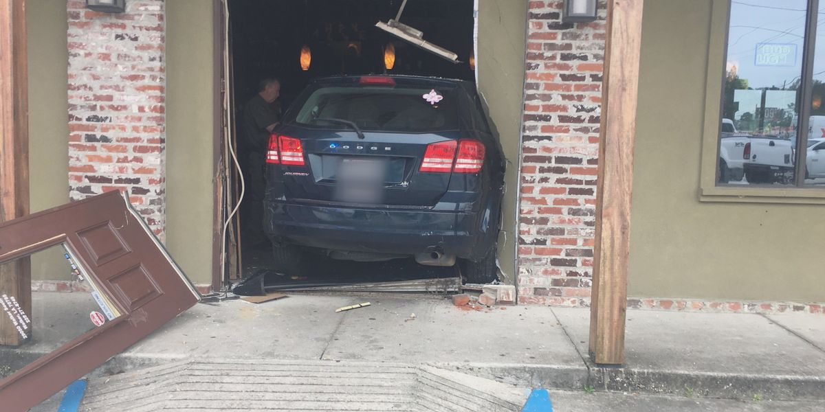 Driver crashes into Rotolo's in Walker