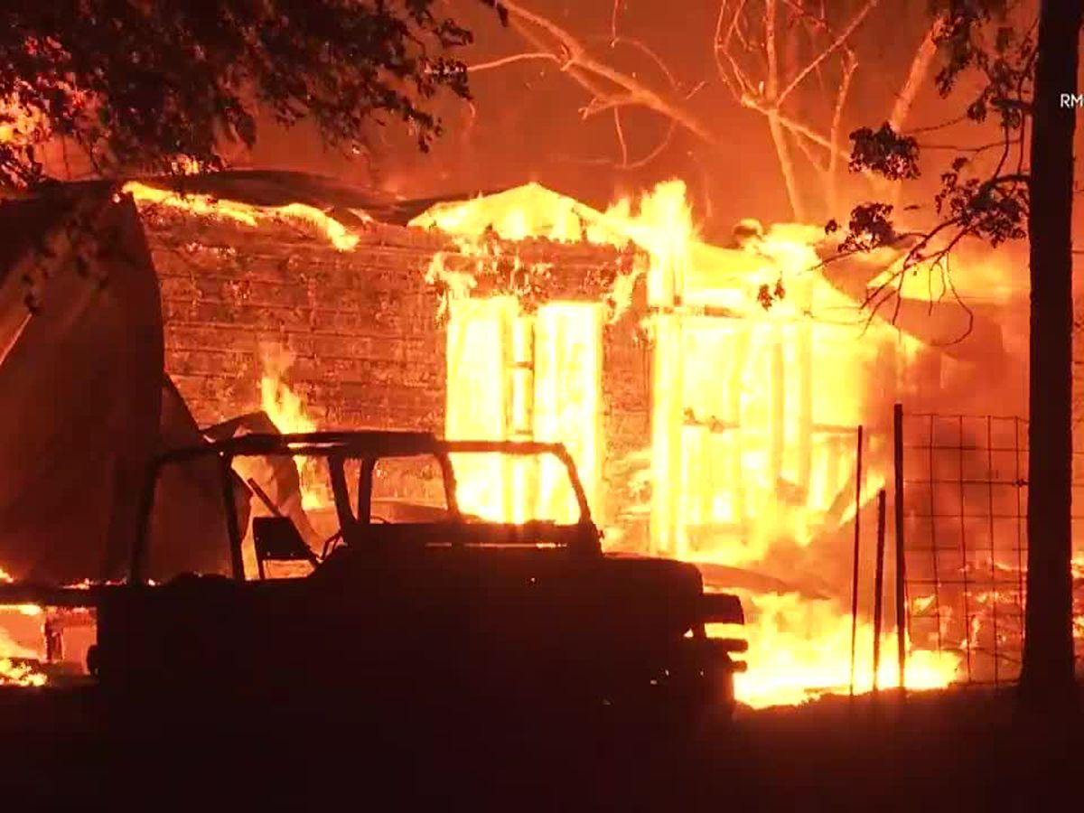 3 killed in Northern California wildfire; thousands flee