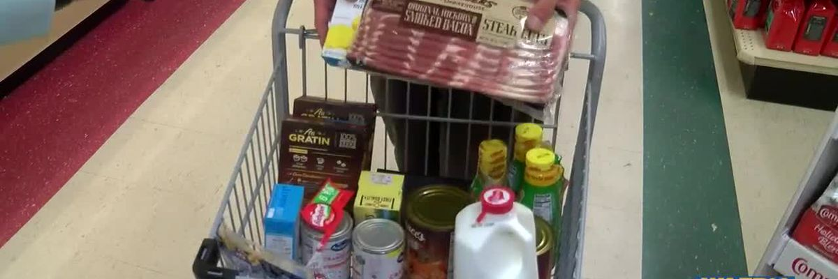 Shoppers making last-minute trips to the grocery store ahead of Thanksgiving