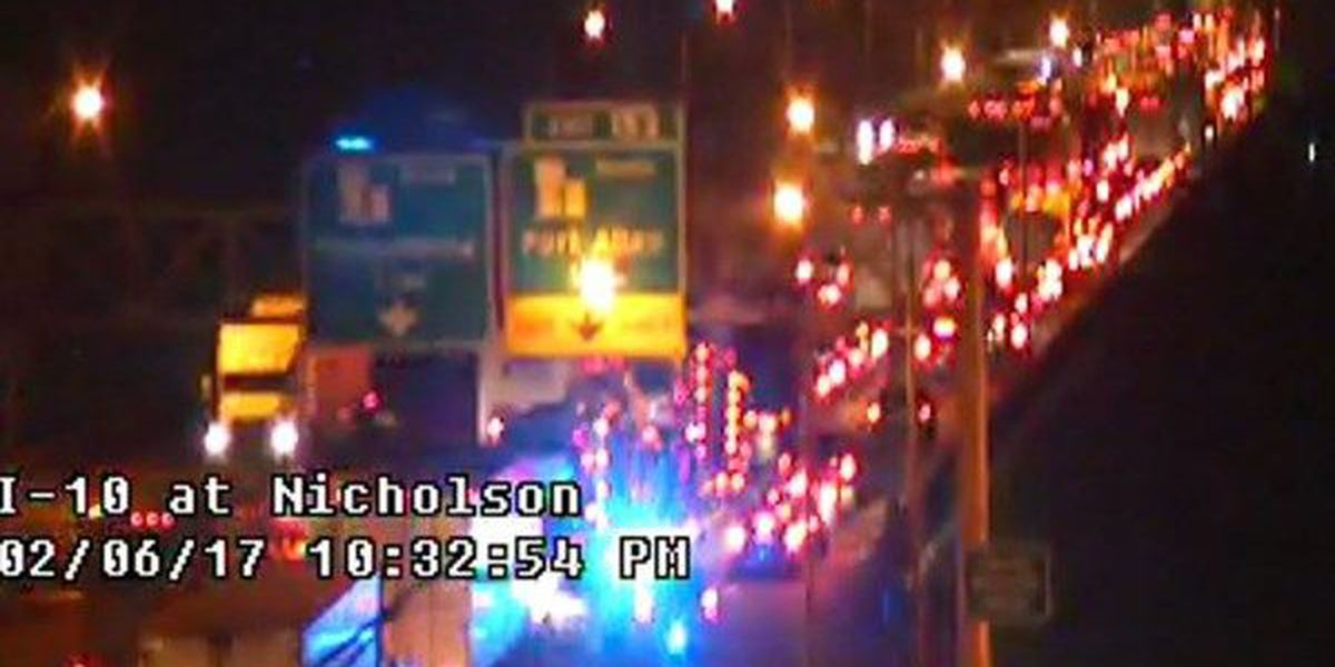 Multiple car crash shuts down Miss. River Bridge on I-10 W