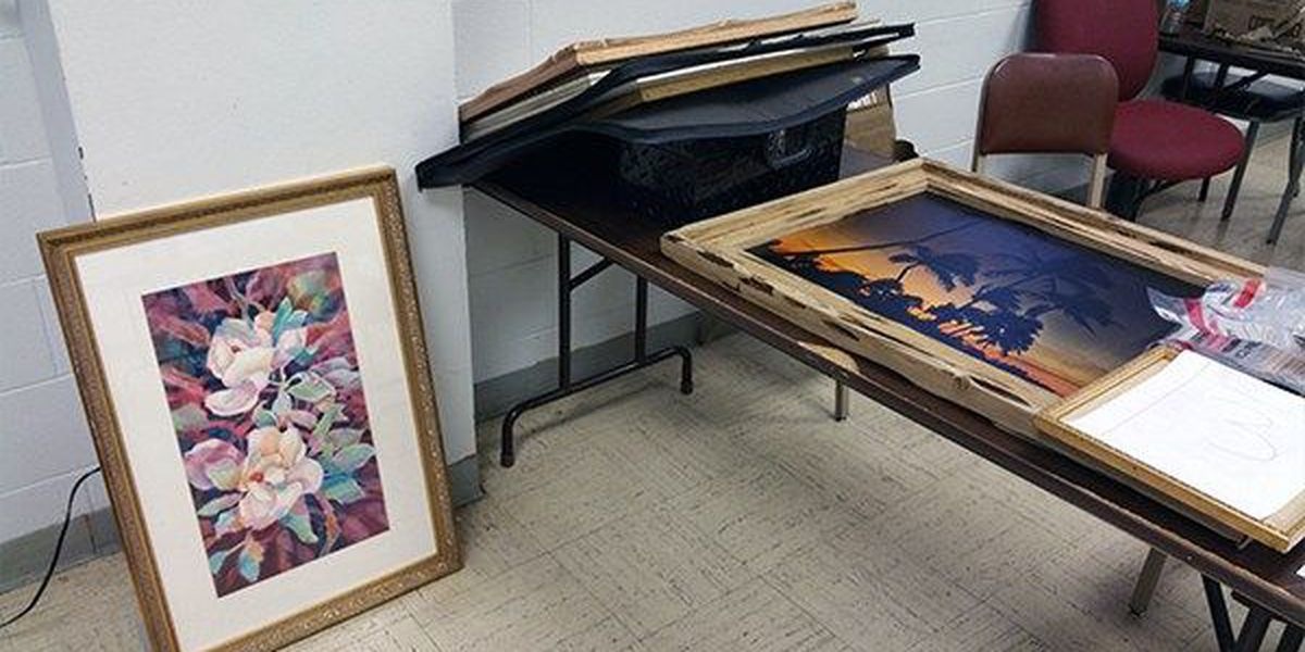 Man arrested for reportedly stealing paintings from home in Glencoe