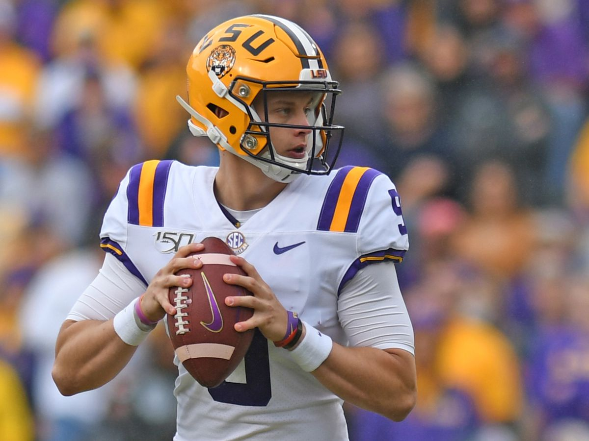 PHOTOS: LSU grad dresses up as the Heisman Trophy looking for Joe Burrow