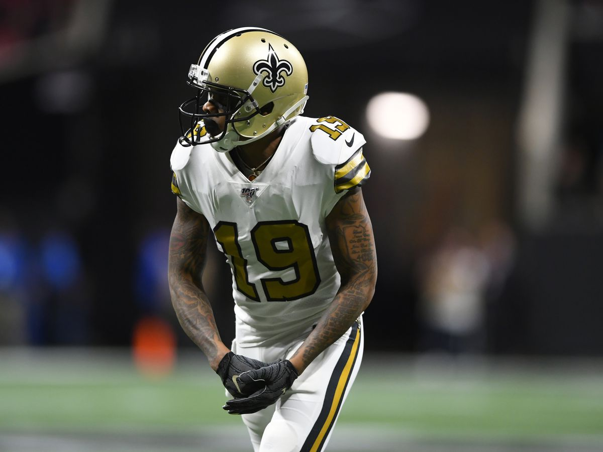 Cleveland native Ted Ginn Jr. shows young fan how to stand for the national anthem before NFL game (video)