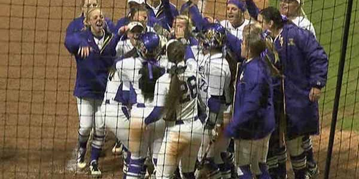 LSU softball opens conference play with 10-0 win over Arkansas