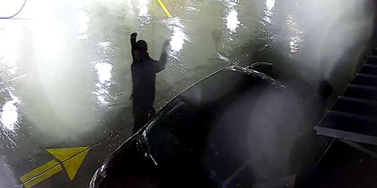APSO looking for two car wash theft suspects