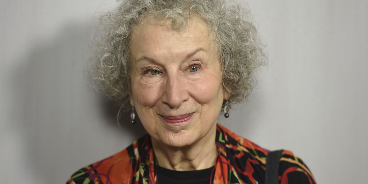 Margaret Atwood writing sequel to 'Handmaid's Tale'