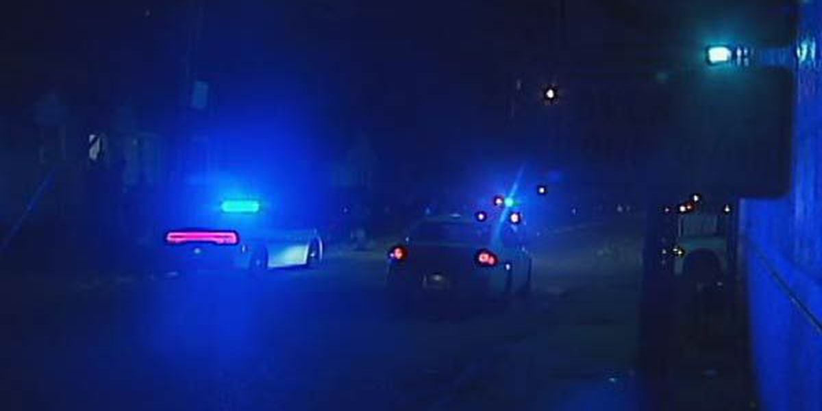 Police look for suspect after victim gets shot in the side