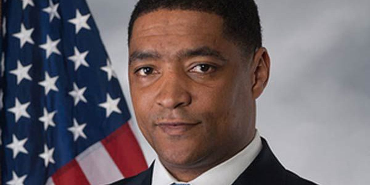 Congressman Cedric Richmond issues apology to Trump adviser for comments about photo