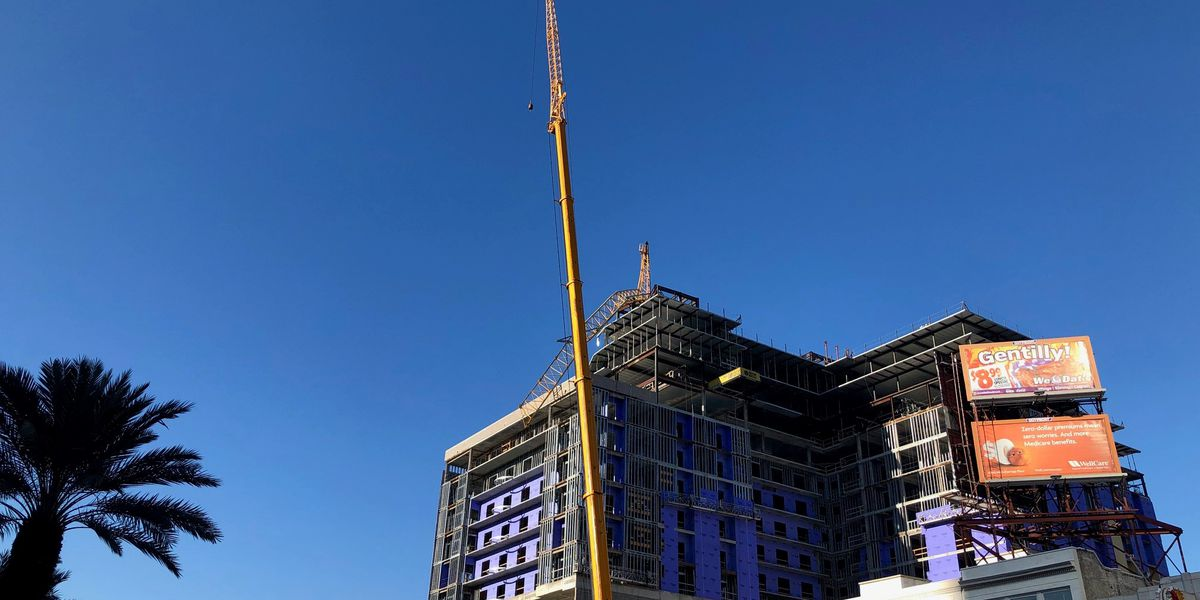 Mobile crane moves in to remove precarious crane at Hard Rock