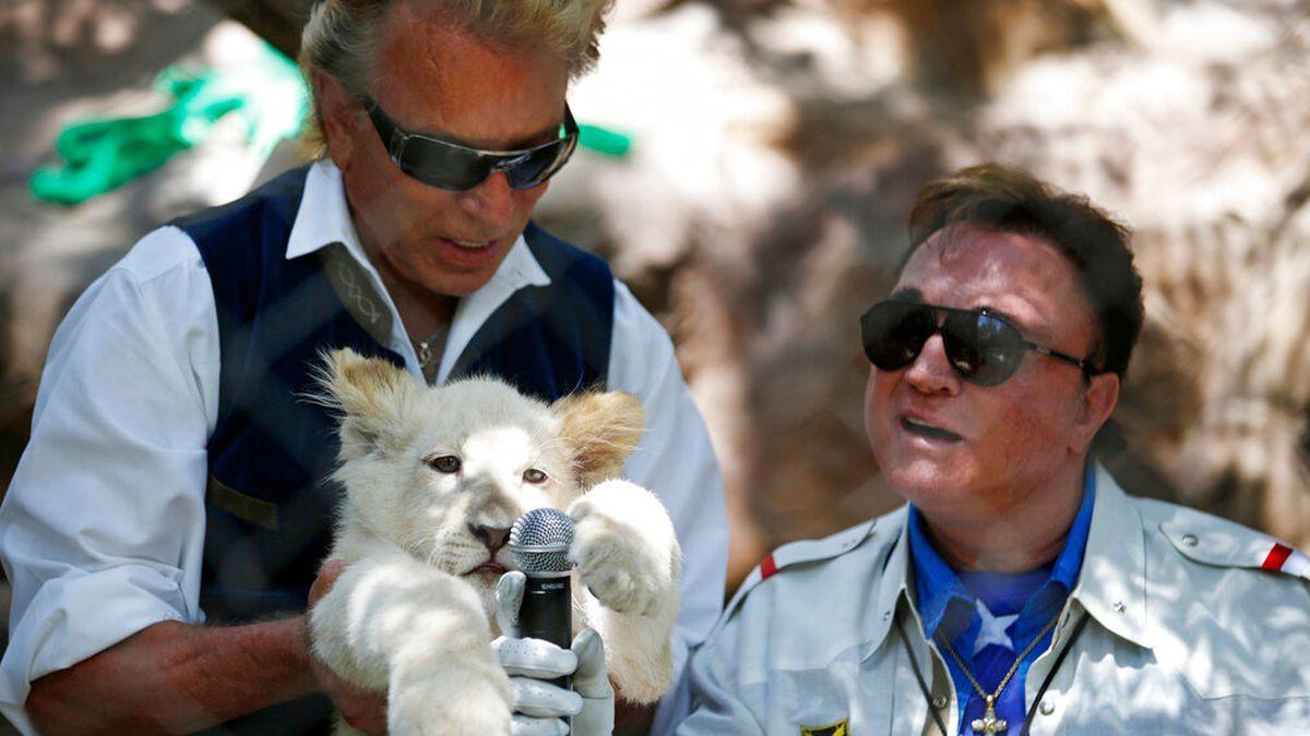 Report: Illusionist Siegfried Fischbacher dies in Las Vegas