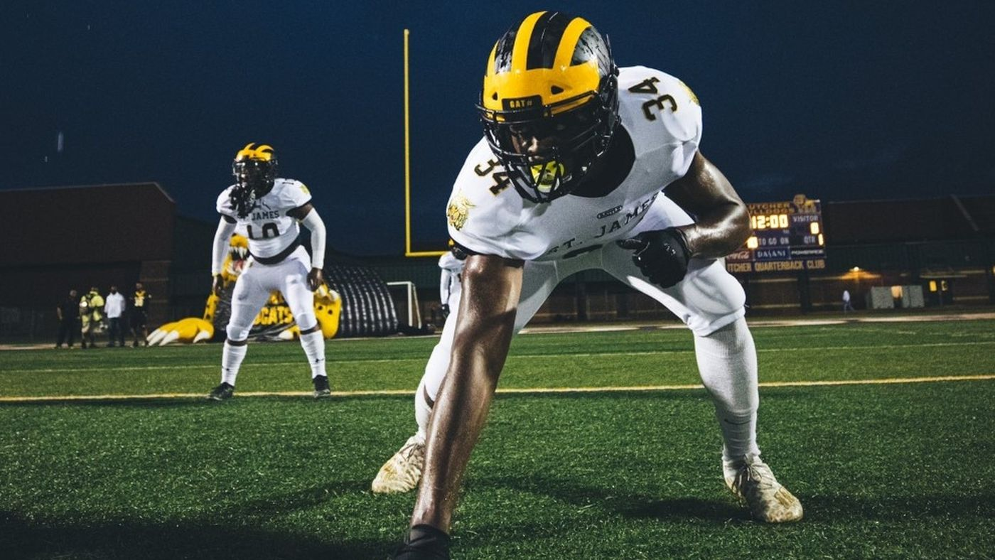 Saivion Jones becomes first lineman to win Sportsline Player of the Year