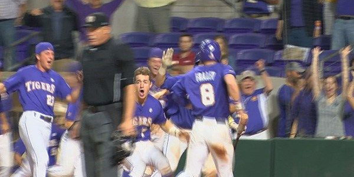 Robertson sparks LSU to 10-9 comeback in over Arkansas