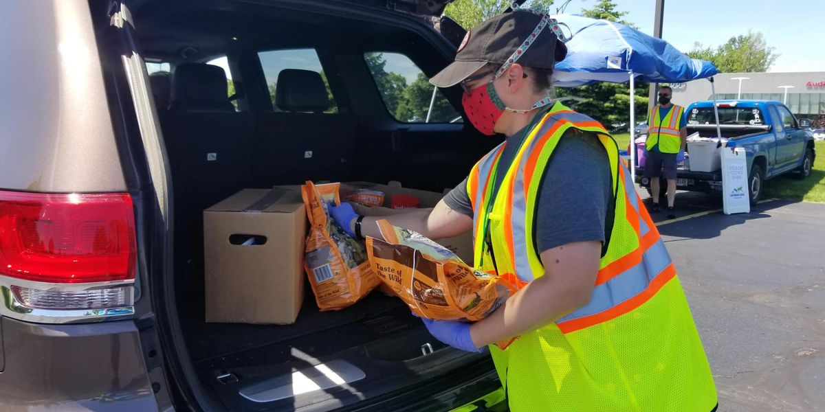 Mayor Broome, Greater Baton Rouge Food Bank hosting drive-thru food distribution at Glen Oaks High