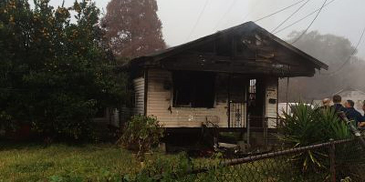 Man dies in early morning house fire