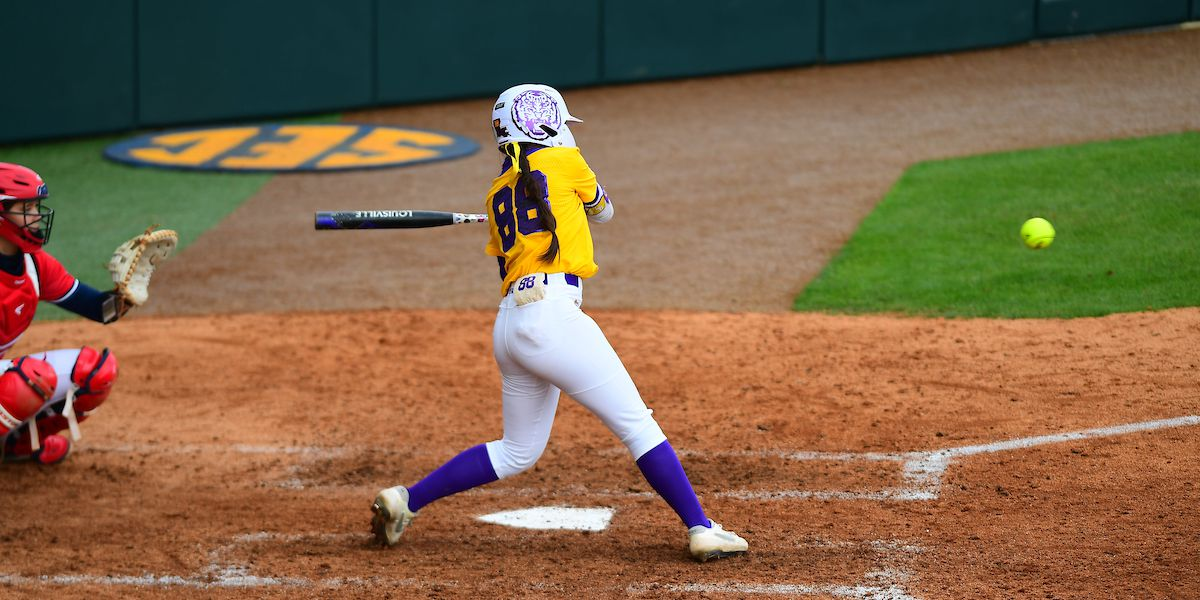 No. 15 Tigers fall to Ole Miss in extra innings 9-4