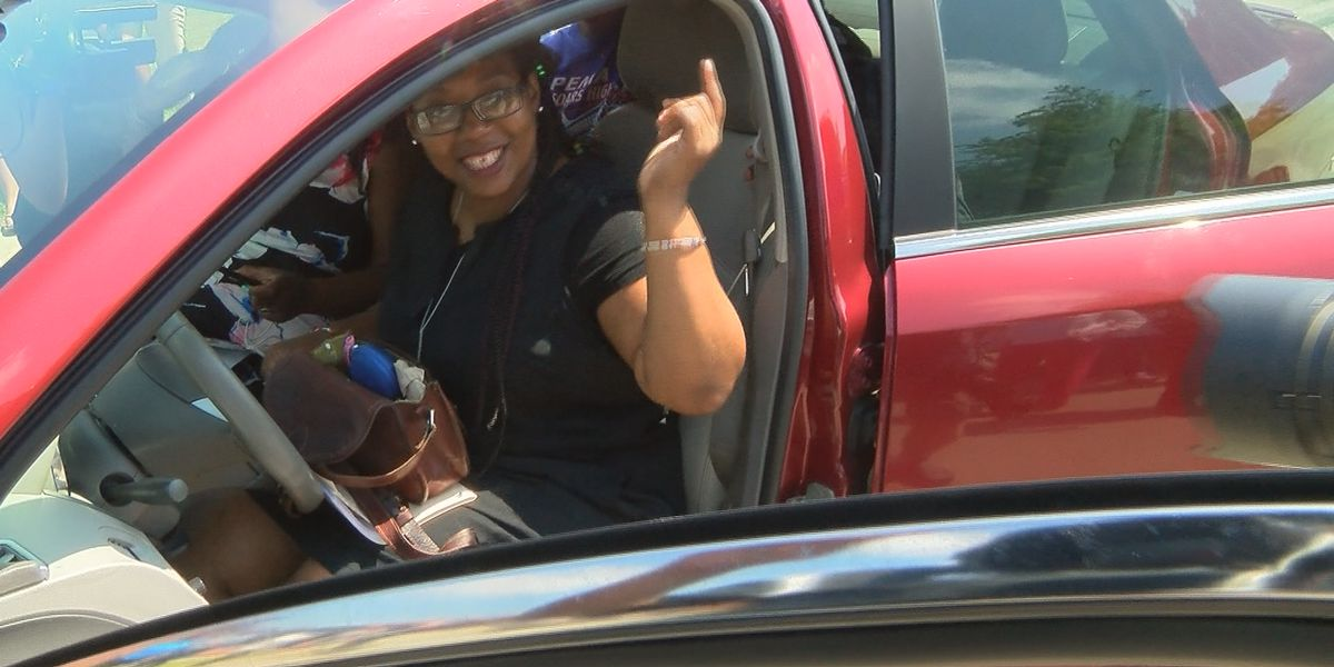 Students refurbish car to give to supportive parent in need of vehicle