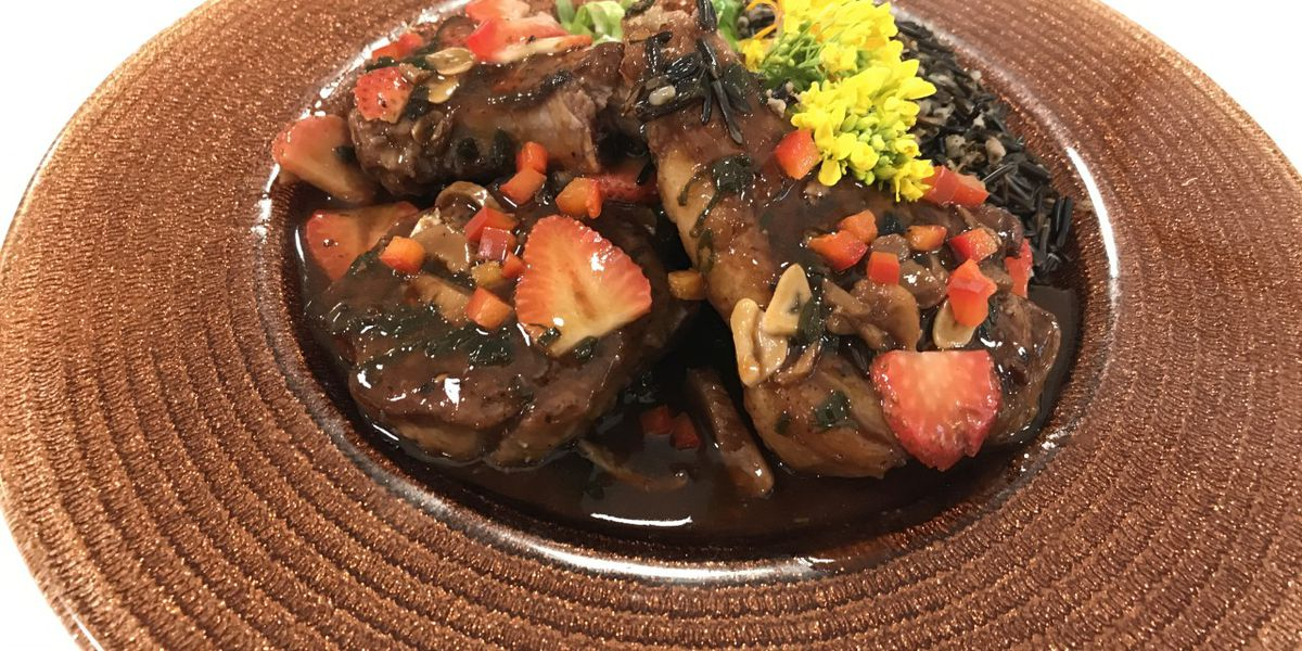Pepper-seared lamb chops with strawberry glaze