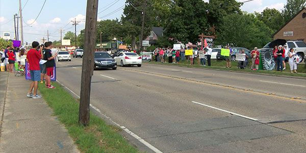 Rally held outside Planned Parenthood in Baton Rouge