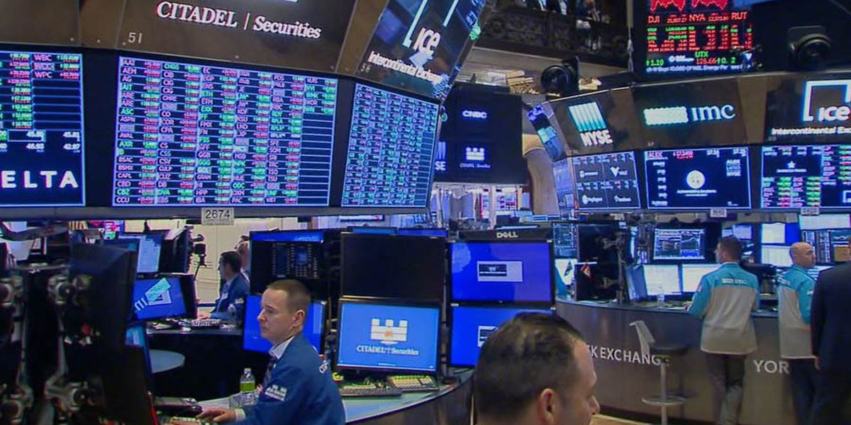 Stocks plunge as Wall Street, White House see recession risk