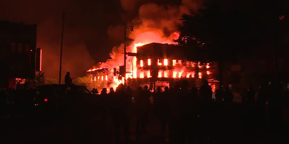 Burning building collapsesamid Minneapolis unrest