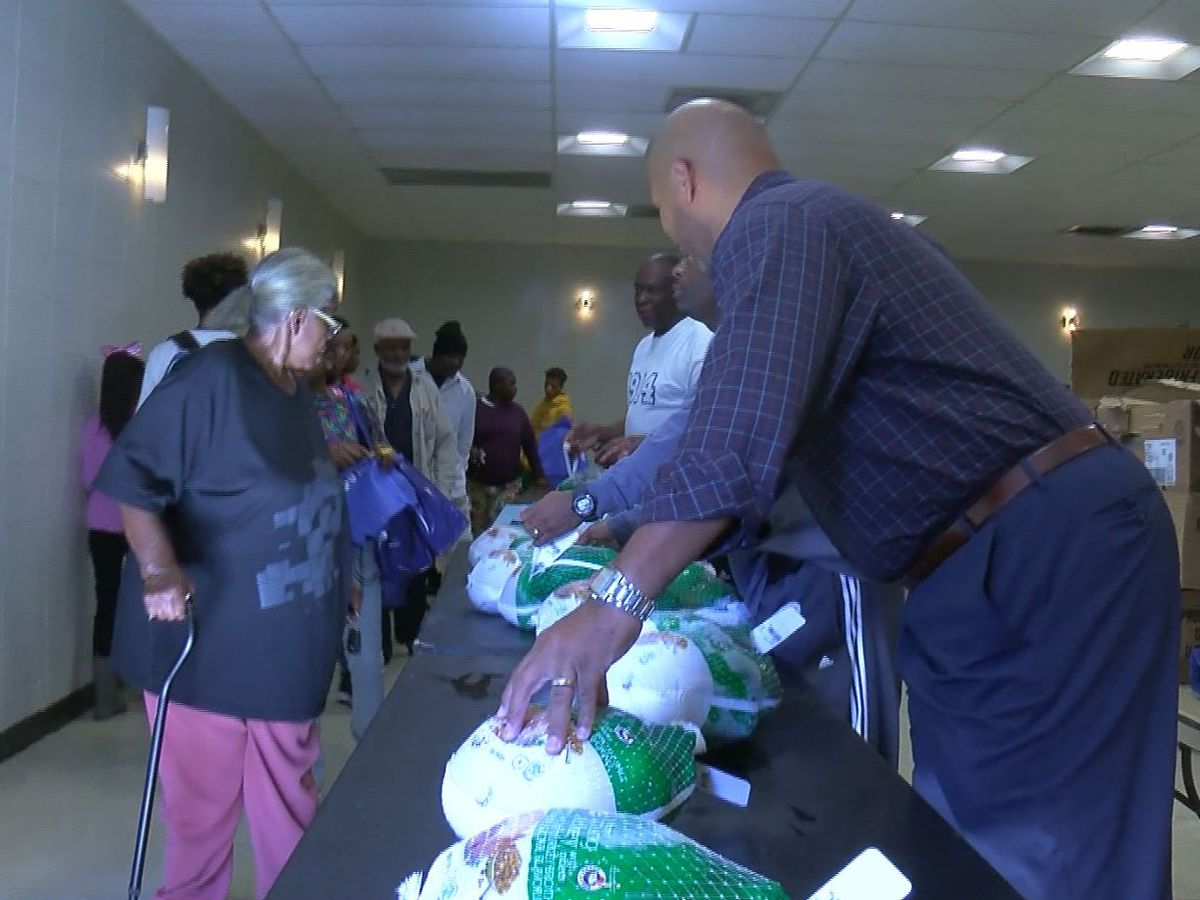 Council member holds turkey basket giveaway for families in need