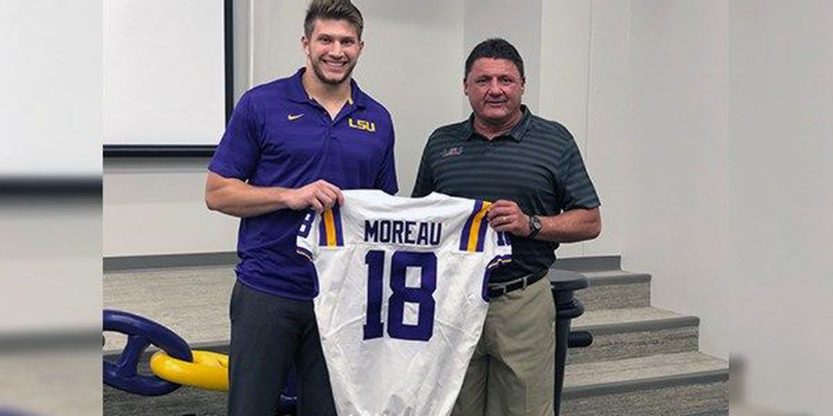 Tight end Foster Moreau given honor of wearing #18 jersey this season