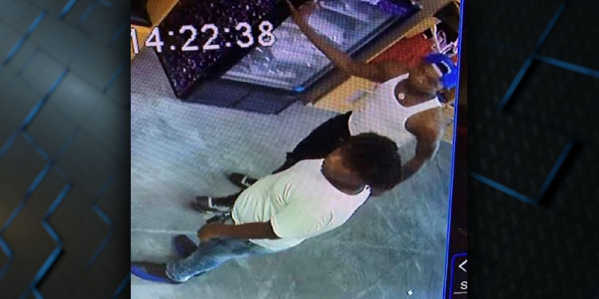 WANTED: Two accused of theft at shoe store