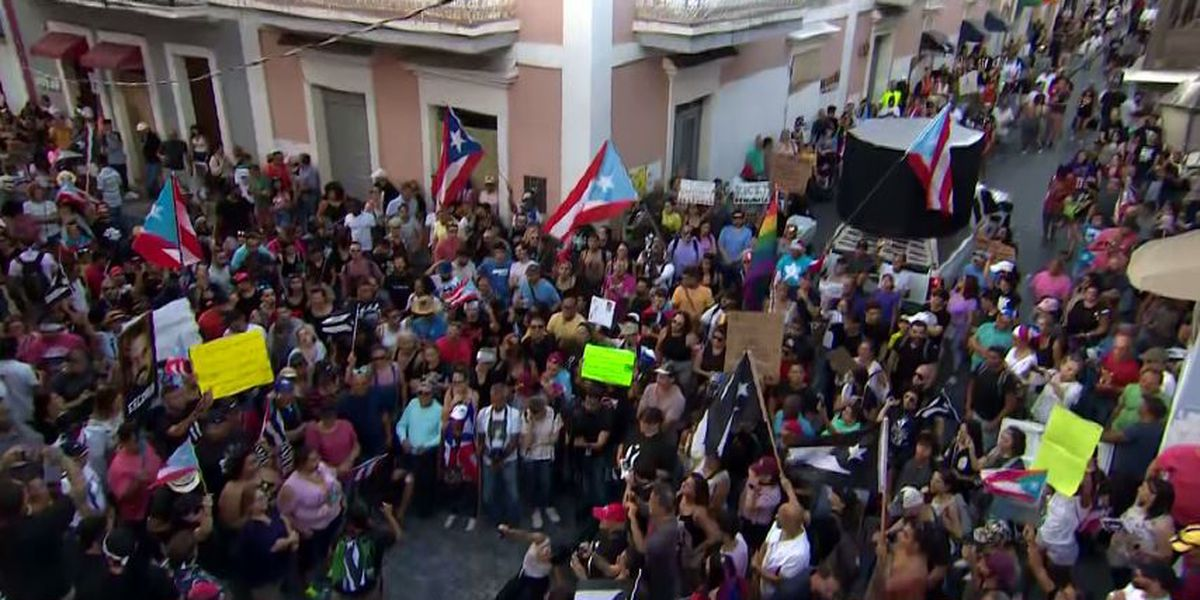 Tens of thousands of Puerto Ricans demand governor resign