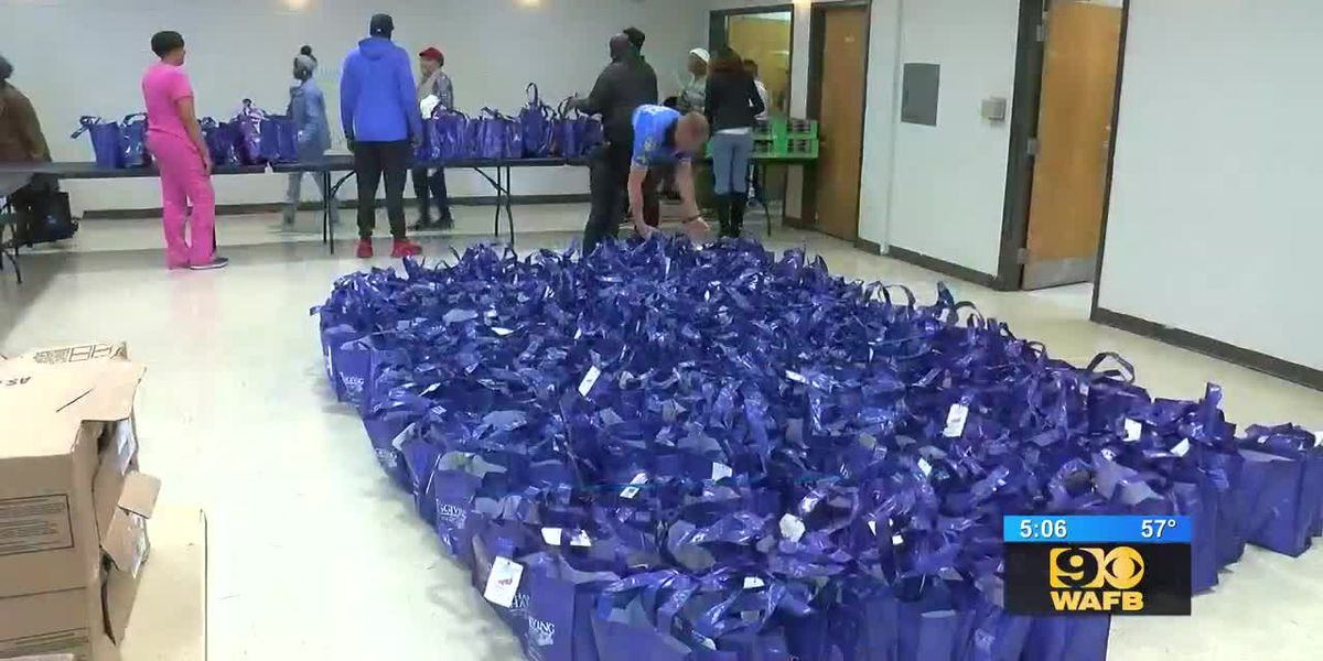 Families in need get free turkeys from councilman