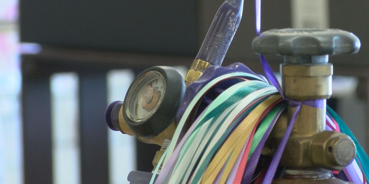 Helium shortage impacts party store